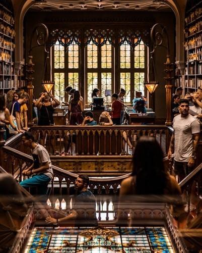 primer día de clases en la universidad biblioteca