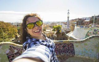 chica en parque barcelona residencias universitarias bcn Unihabit 1