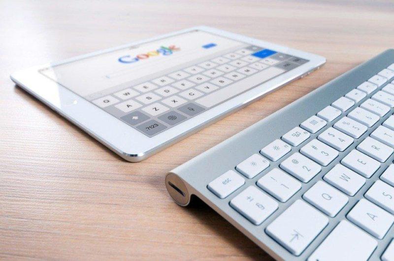 pantalla y teclado cursos online para estudiantes unihabit